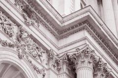 在圣Pauls大教堂教会,伦敦门面的细节, 免版税库存照片