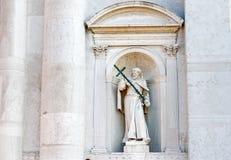 在圣Redentore教会的历史古老雕塑小岛的Giudecca在威尼斯 免版税库存照片