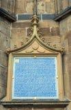 在圣Vitus大教堂的哥特式视窗在布拉格,捷克语 库存照片