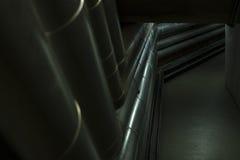 在地下室的管子 免版税库存图片