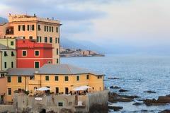 在地中海旁边的餐馆在Boccadasse,热那亚 免版税图库摄影
