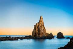 在地中海晃动在Cabo de加塔角,西班牙附近 免版税库存照片