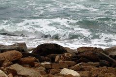 在地中海海岸的石头 免版税图库摄影