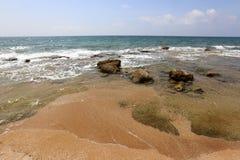 在地中海海岸的石头 库存照片