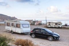 在地中海海岸的野营汽车 免版税图库摄影