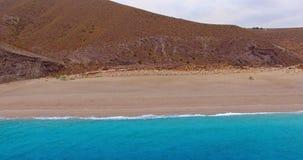 在地中海海Playa de los Muertos的一次飞行 股票视频