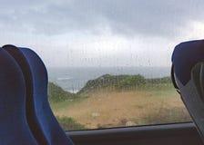 在地中海的因雨而改期的巴士 免版税库存图片