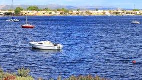 在地中海的小罪人` s小船在法国 股票视频