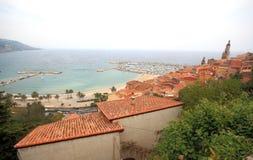 在地中海的欧洲建筑学,芒通 免版税库存照片
