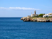 在地中海的海岸的灯塔 库存图片