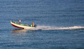 在地中海的渔夫小船 免版税库存图片