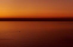 在地中海的美好的燃烧的日落 库存图片