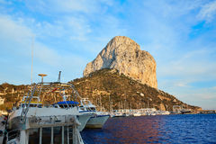 在地中海的Calpe Penon de Ifach岩石 免版税库存图片