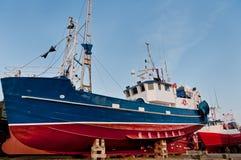 在地产的鱼拖网渔船 库存图片