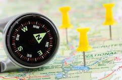在地图的磁性指南针 免版税库存图片