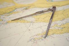 在地图的航海设备 库存照片