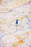 在地图的迷离别针 免版税库存照片