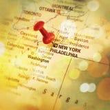在地图的Pin指示纽约 库存照片