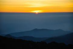 在地平线的日出在清迈,泰国 库存图片
