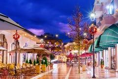 在地拉纳主要旅游胜地的黄昏 免版税库存照片