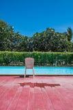 在地方游泳池的一把椅子 库存照片