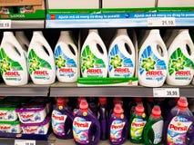 在地方超级市场的阿列尔和佩尔西液体洗涤剂 图库摄影