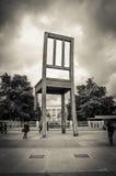 在地方des国家的残破的椅子 免版税库存图片