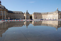在地方des Quinconces,红葡萄酒的喷泉 图库摄影