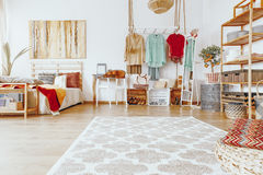 在地板上的地毯 免版税图库摄影
