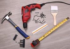 在地板上的工具 免版税库存照片