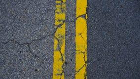 在地板上的平行的黄线 库存照片