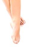 在地板上的赤裸妇女脚 免版税图库摄影