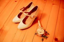 在地板上的鞋子 免版税库存照片