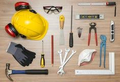 在地板上的建筑工具 免版税库存照片