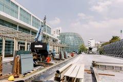 在地板上的建筑钢堆在建筑区域 免版税库存图片