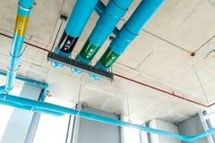 在地板下的管道系统 库存图片