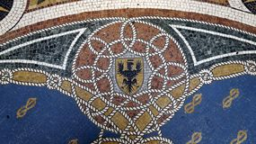 在地板维托里奥・埃曼努埃莱・迪・萨伏伊II画廊的马赛克细节 ?? E 库存图片