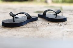 在地板,版本2上的拖鞋 库存照片