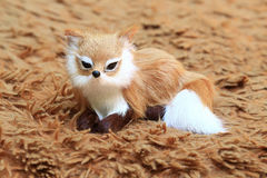 在地毯的一只狐狸 库存照片
