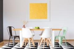在地毯的椅子在庄园 免版税库存图片