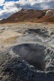 在地热/火山区的泥罐 库存照片