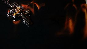 在地狱火的基督徒宗教标志十字架 影视素材