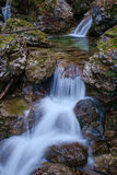 在地狱Pekel峡谷的小瀑布 免版税库存照片