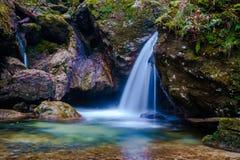 在地狱Pekel峡谷的小瀑布 库存照片