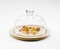 在地球下的珍贵的黄玉宝石 免版税库存照片