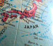 在地球地图的日本焦点宏观射击旅行博克、社会媒介、网横幅和背景的 免版税库存图片