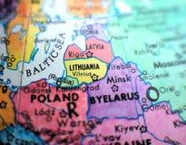 在地球地图的立陶宛焦点宏观射击旅行博克、社会媒介、网站横幅和背景的 免版税库存照片