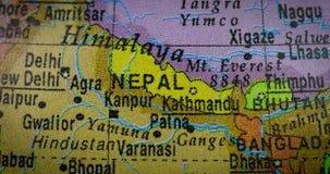 在地球的尼泊尔国家地区地图 股票视频