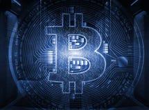 在地球的Bitcoin隐藏货币符在有计算机主机行的相称服务器室里面在现代数据中心 图库摄影