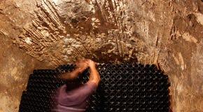 在地窖的瓶一wineyard的在宽马略卡海岛  图库摄影